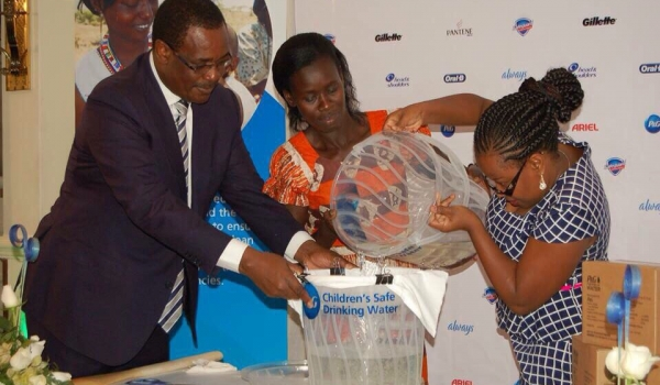 IMG_Rose ,Nairobi Governor and A P&G Staff during the celebraions