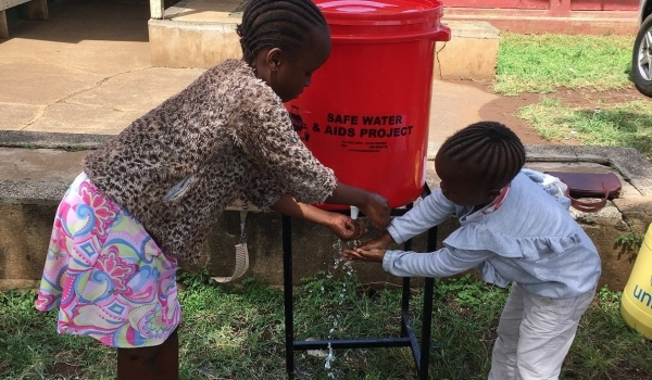 Hand Washing Kids keep Covid-19 standards